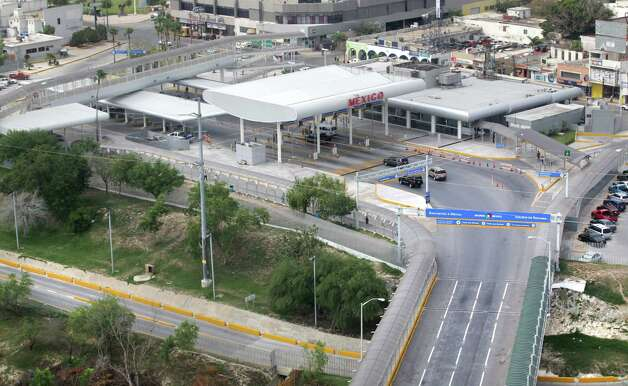 The Mexican border entry point in Reynosa.  Thursday, May 3, 2012. Photo: Bob Owen, San Antonio Express-News / © 2012 San Antonio Express-News