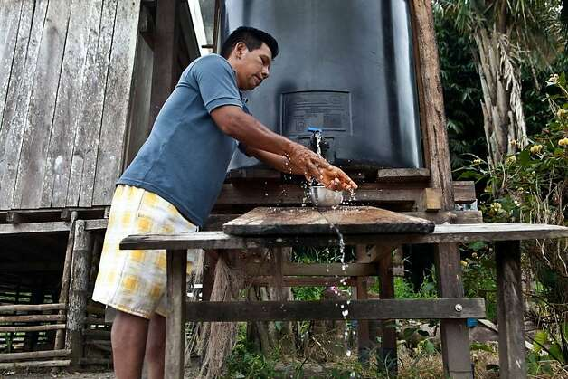 The ClearWater Project hires local people to install rain-catching systems in the Ecuadoran Amazon, near the country's oil fields. A committee drawn from the region's indigenous tribes teaches their members how to maintain and repair the systems. Photo: Kayana Szymczak