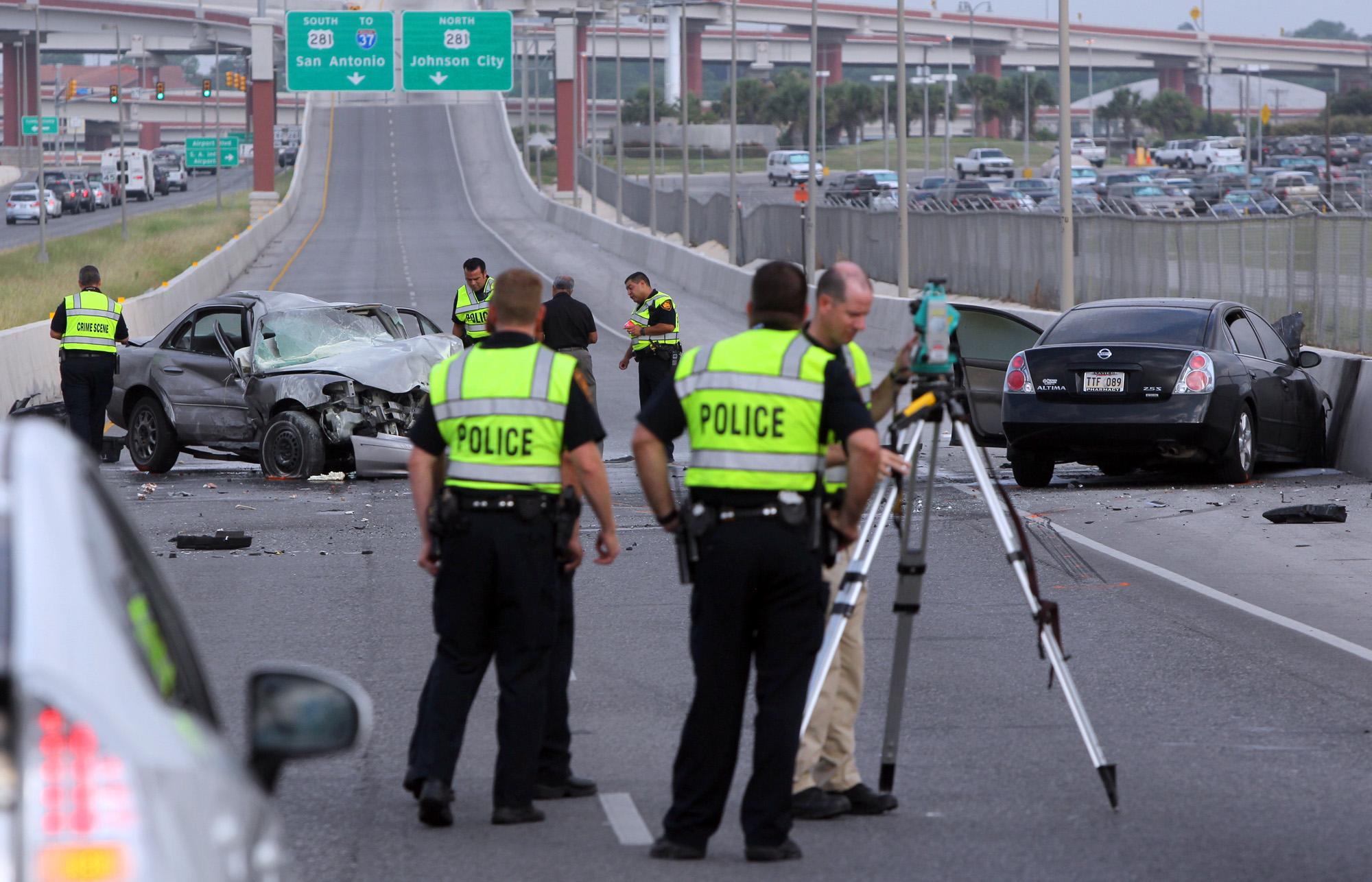 Man Dies In Fiery 410 Wreck San Antonio Express News