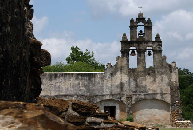 Mission San Juan, unlike its three counterparts, is in a remote, largely undeveloped area with fewer residences nearby. Photo: HELEN L. MONTOYA, SAN ANTONIO EXPRESS-NEWS / hmontoya@conexionsa.com