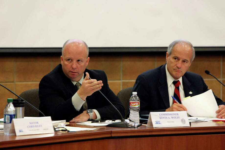 Kevin Wolff and Tommy Adkisson and other members of the Metropolitan Planning Organization meet to discuss plans for Loop 1604 on Monday June 4, 2012. Photo: Helen L. Montoya, San Antonio Express-News / ©SAN ANTONIO EXPRESS-NEWS