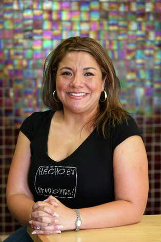 Jo Beth Neve lost 110 pounds in part because of her Zumba workouts. Photo: Helen L. Montoya, San Antonio Express-News / ©SAN ANTONIO EXPRESS-NEWS