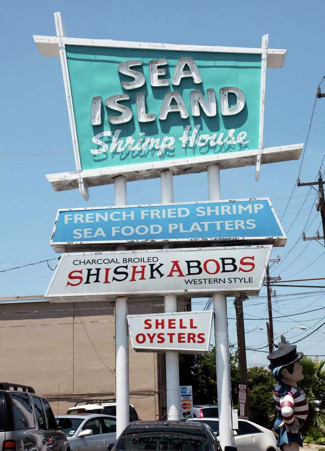 Sea Island Shrimp House's first location was at 322 W. Rector St. Photo: Juanito M.Garza, San Antonio Express-News / San Antonio Express-News