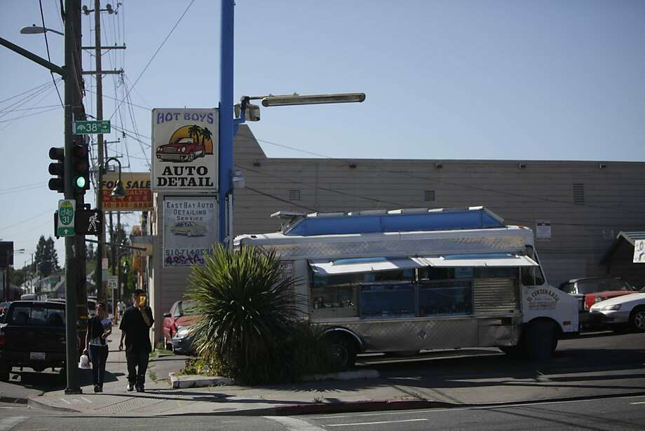 Pedestrians walk on Foothill Boulevard between Harrington Avenue and 38th Avenue on Monday, June 11, 2012 in San Francisco, Calif. Photo: Lea Suzuki, The Chronicle