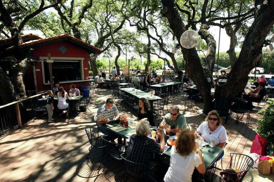 A breeze from fans and shade from tall trees cool the outdoor patio at La Hacienda de los Barrios. It has repeated as winner of the Readers' Choice for best outdoor dining. Photo: Helen L. Montoya, San Antonio Express-News / ©SAN ANTONIO EXPRESS-NEWS