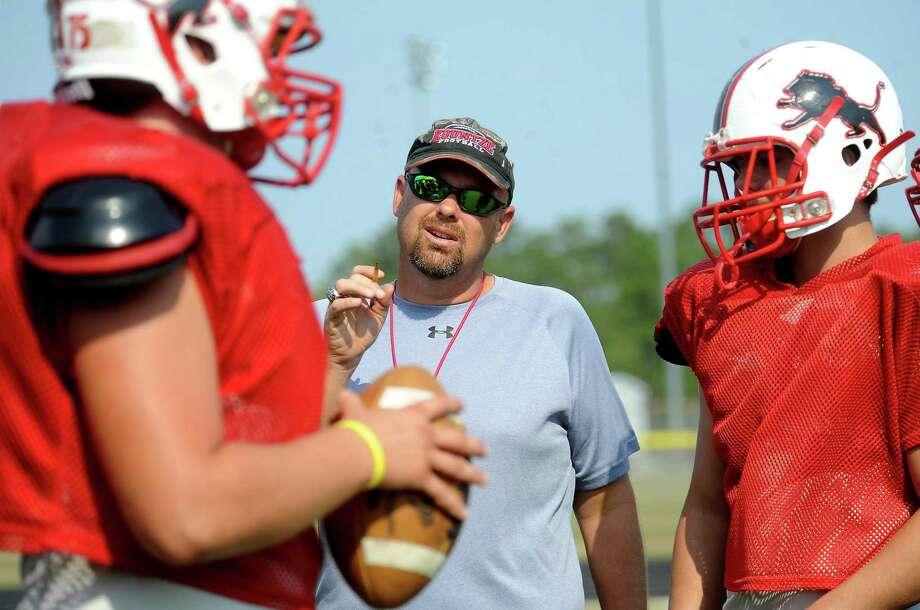 Lance Dale coaches the offense at Kountze High School in Kountze, Wednesday, September 14, 2011. Tammy McKinley/The Enterprise Photo: TAMMY MCKINLEY