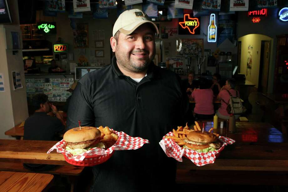 Steve Mireles, owner of Porky's, has created the right balance of great food and entertainment. Photo: Helen L. Montoya, San Antonio Express-News / ©SAN ANTONIO EXPRESS-NEWS