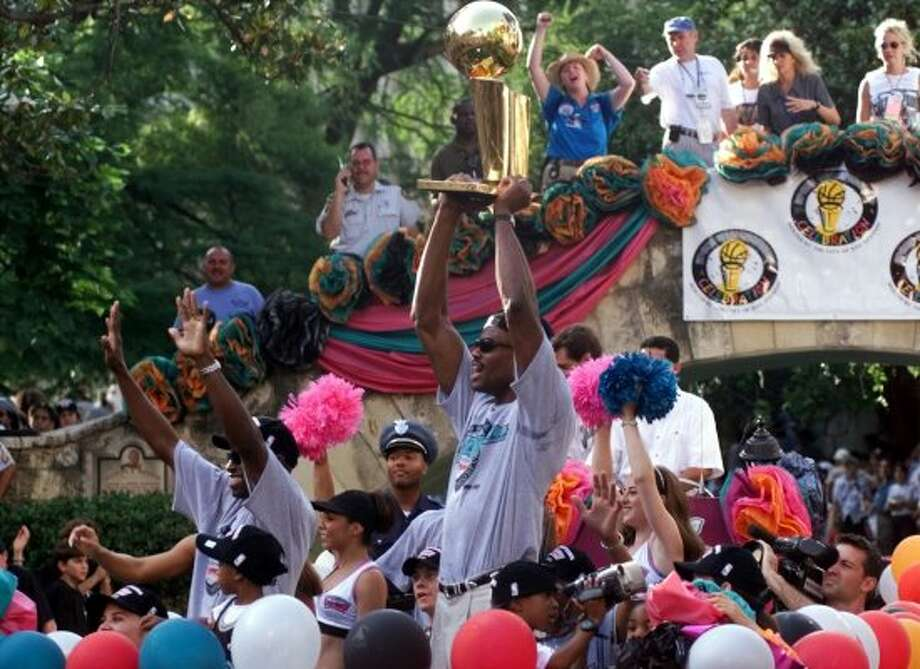 David Robinson and Avery Johnson show the Larry Johnson trophy at the Arneson theater on the Riverwalk Sunday June 27, 1999. (JERRY LARA / Express-News)