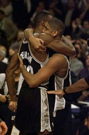 TIM DUCAN HUGS DAVID ROBINSON during Game Five of the NBA Finals Friday June 25, 1999 in Madison Square Garden in New York City.(EXPRESS NEWS PHOTO/DELCIA LOPEZ) (EN)