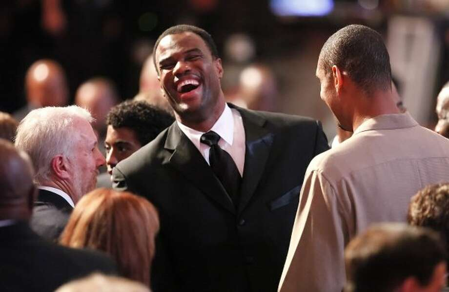 David Robinson breaks out in laughter as former teammate Tim Duncan (right) and coach Gregg Popovich meet with Robinson before his enshrinement into the Naismith Memorial Basketball Hall of Fame at the Springfield Symphony Hall in Springfield, Mass. on Friday, Sept. 11, 2009. Kin Man Hui/kmhui@express-news.net (Kin Man Hui / San Antonio Express-News)