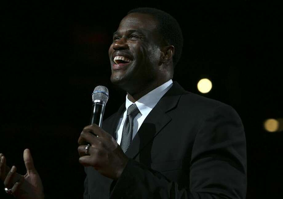 David Robinson speaks during a tribute ceremony for his Hall of Fame induction after the Spurs vs. 76ers at the AT&T Center, Sunday, November 29, 2009.  (Jennifer Whitney / San Antonio Express-News)