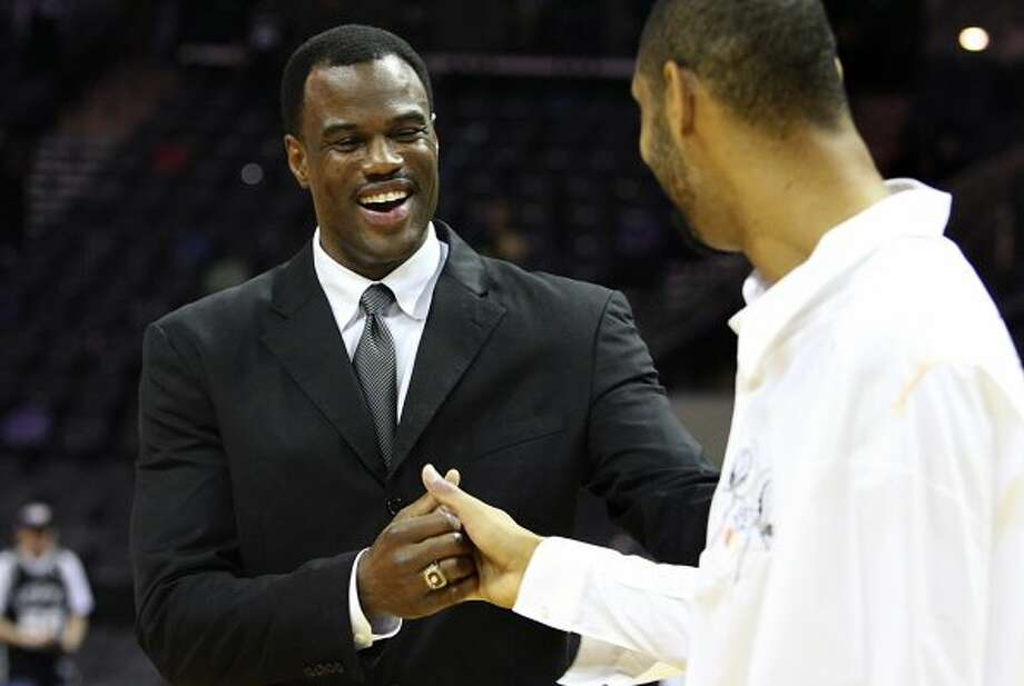 David Robinson shakes the hand of Tim Duncan after a hall of fame recognition ceremony in his honor after the Spurs vs. 76ers at the AT&T Center, Sunday, November 29, 2009.  (Jennifer Whitney / San Antonio Express-News)