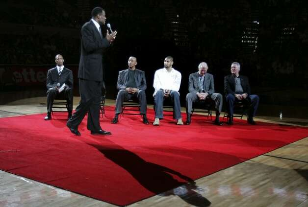 David Robinson speaks during a hall of fame recognition ceremony after the Spurs vs. 76ers at the AT&T Center, Sunday, November 29, 2009.  (Jennifer Whitney / San Antonio Express-News)