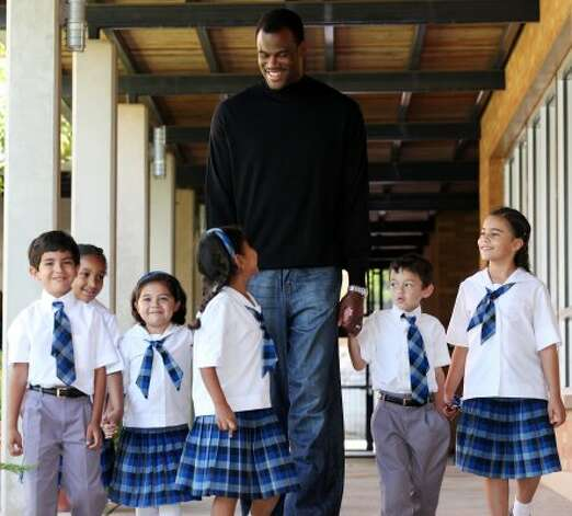 Carver Academy founder and former San Antonio Spur David Robinson and Carver Academy students Friday Sept. 24, 2010 at the Carver Academy. (EDWARD A. ORNELAS / SAN ANTONIO EXPRESS-NEWS)