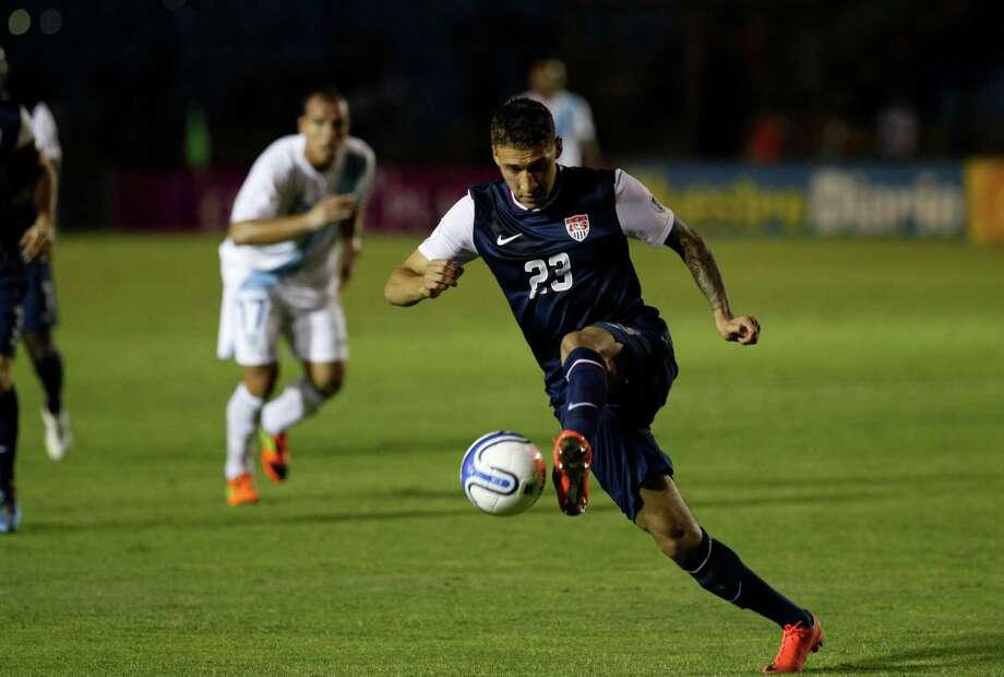 United States' Fabian Johnson controls the ball. Photo: Moises Castillo, Associated Press / AP