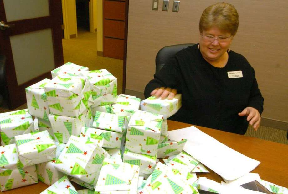June Succow, a Danbury Fair Mall employee, helps wrap boxes for the Friday Free For All event at the mall Tuesday, Nov. 24, 2009. Photo: Chris Ware / The News-Times