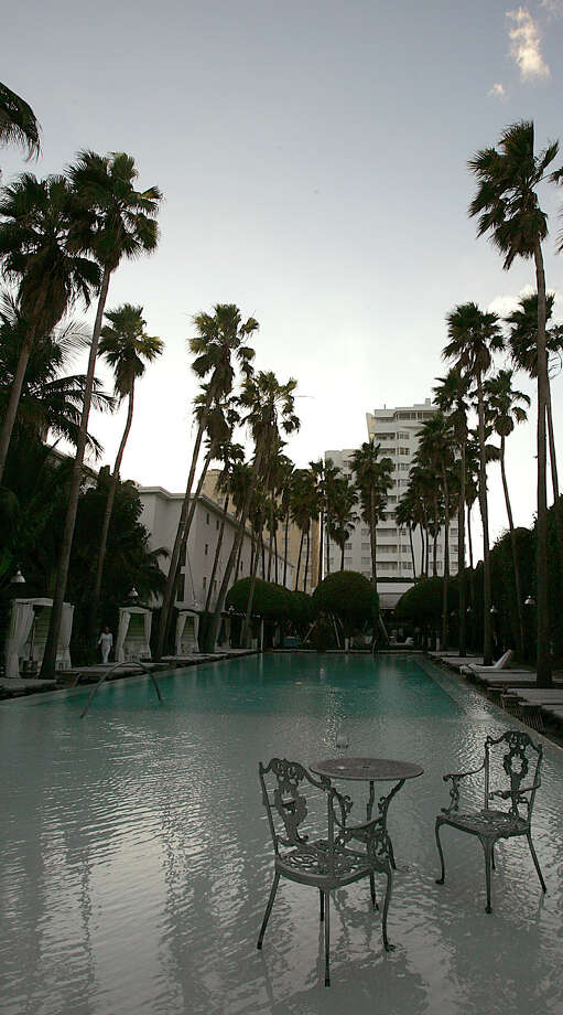 A tranquil and expansive pool, along with the renowned Agua Spa and a private beach, makes the Delano Hotel in Miami's South Beach the epitome of simple chic. Illustrates TRAVEL-MIAMI (category t) by Rosemary McClure (c) 2008, Los Angeles Times. Moved Tuesday, May 20, 2008. (MUST CREDIT: Los Angeles Times photo by Luis Sinco.) Photo: LUIS SINCO / LOS ANGELES TIMES