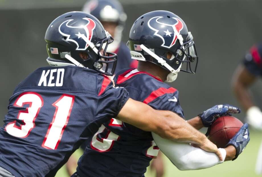 Texans defensive backs Shiloh Keo (31) and Brandon Harris run a drill. (Brett Coomer / Houston Chronicle)