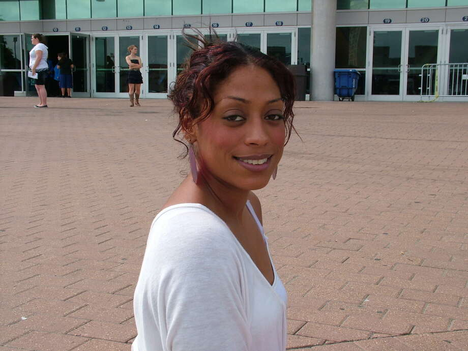 American Idol hopefuls lined up Thursday morning at the Alamodome for a shot at stardome. Photo: Pam Howell