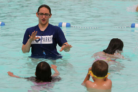 S a makes splash in world record attempt san antonio express news City of san antonio swimming pools