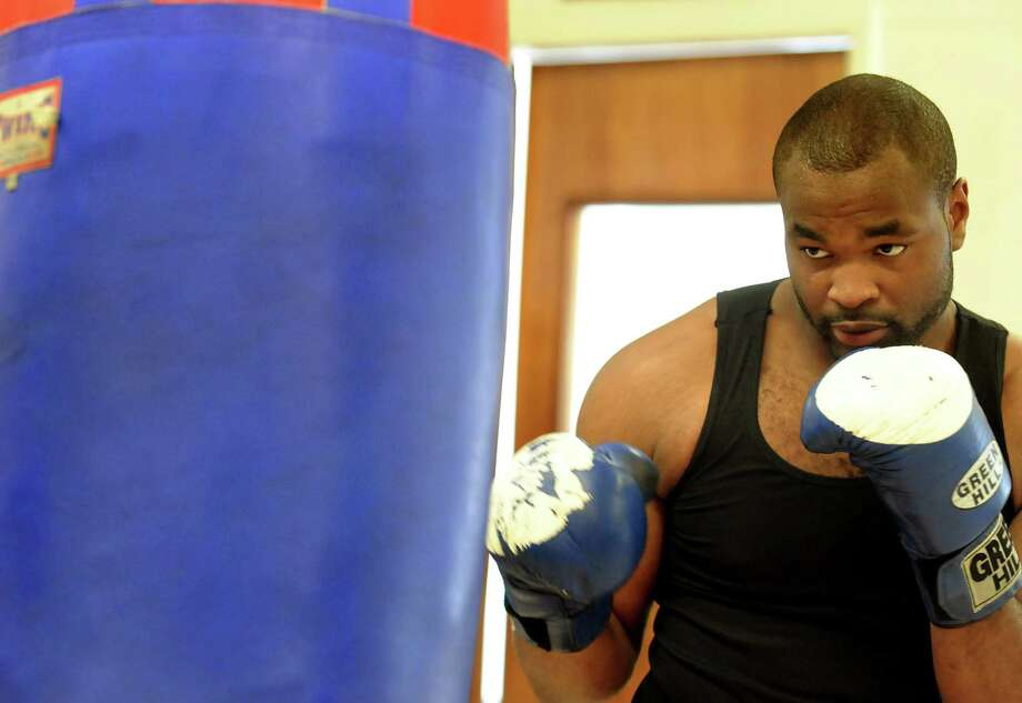 Boxer Kimdo Bethel (cq) hits the bag on Thursday, July 9, 2009, at Albany Boxing Club in Albany, N.Y. Bethel will make his professional debut on Aug. 7 in Troy. (Cindy Schultz / Times Union) Photo: CINDY SCHULTZ / 00004681A