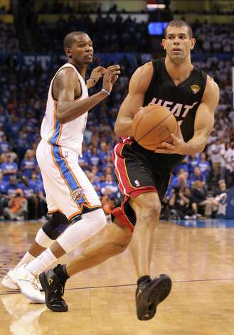 The Miami Heat's Shane Battier, right, gets around Kevin Durant of the Oklahoma City Thunder in the fourth quarter in Game 2 of the NBA Finals on Thursday, June 14, 2012, at Chesapeake Energy Arena in Oklahoma City, Oklahoma. The Heat won, 100-96,to even the series, 1-1. (Al Diaz/Miami Herald/MCT) Photo: Al Diaz, McClatchy-Tribune News Service / Miami Herald