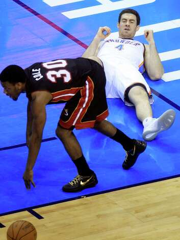 Oklahoma City Thunder power forward Nick Collison (4) reacts after drawing a charge foul off Miami Heat point guard Norris Cole  during the second half at Game 2 of the NBA finals basketball series, Thursday, June 14, 2012, in Oklahoma City. (AP Photo/Sue Ogrocki) Photo: Sue Ogrocki, Associated Press / AP