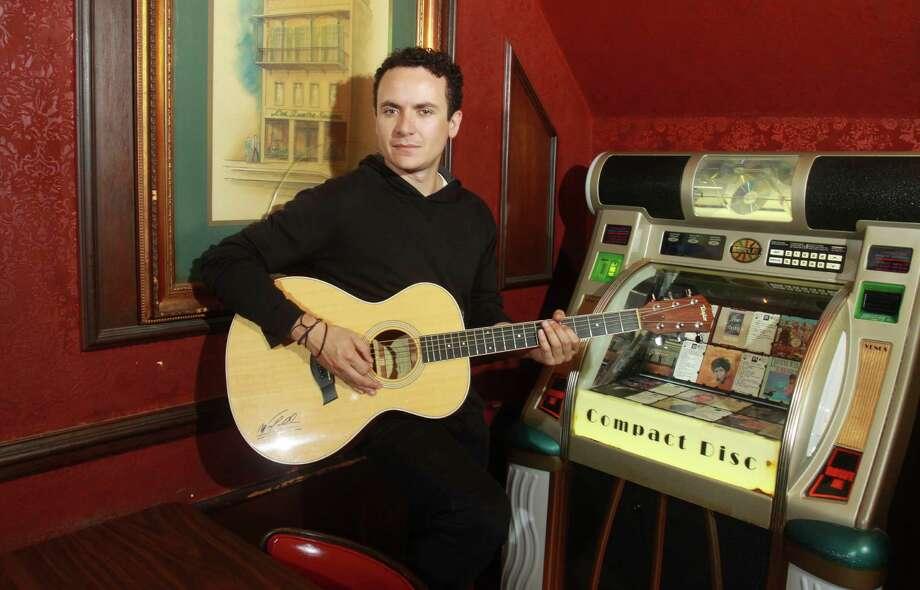 Fonseca: tiene un nuevo estilo musical. Photo: Gary Fountain / Copyright 2012 Gary Fountain.