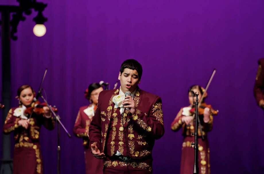 Mariachi Halcón, de la Zapata High School, es el protagonista de un documental que muestra la pasión por la música tradicional mexicana de un grupo de jóvenes méxico-estadounidenses de Texas y que han crecido a unas pocas millas de la frontera con México. Photo: Reyes Entertainment