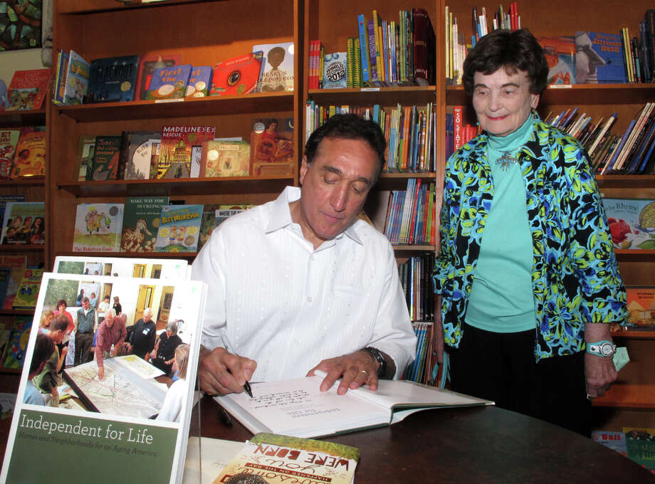 "Henry Cisneros signs a copy of his book, ""Independent For Life,"" for guest Lila Cockrell during  a signing  event at the Twig Book Shop. Photo: Leland A. Outz, For The Express-News / SAN ANTONIO EXPRESS-NEWS"
