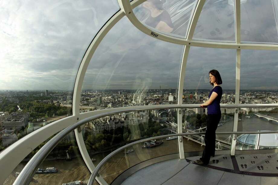 The London Eye has 32 capsules that each hold 25 passengers. It revolves at a leisurely 0.6 mile an hour. Photo: Oli Scarff, Getty Images / 2010 Getty Images