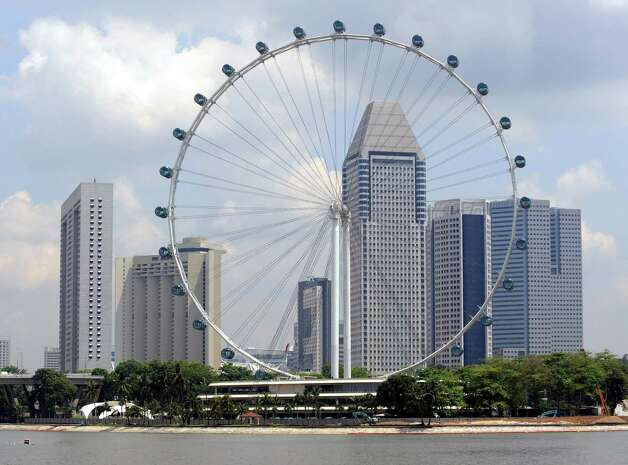 It takes about 30 minutes for the Singapore Flyer to make a complete rotation. Like the London Eye, it has enclosed, motorized capsules. Photo: ROSLAN RAHMAN, AFP/Getty Images / 2008 AFP