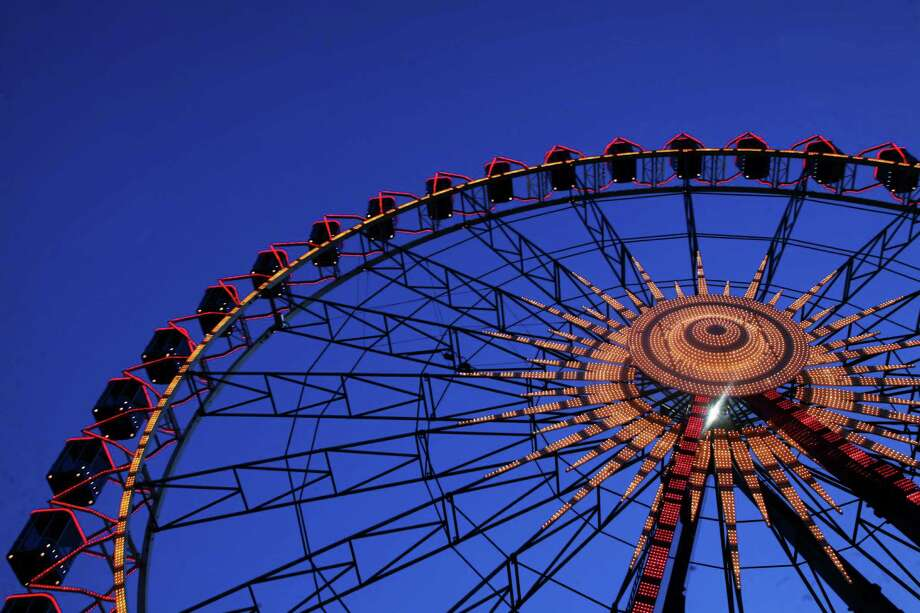 Dusseldorf's annual giant Ferris wheel. Photo: PATRIK STOLLARZ, AFP/Getty Images / 2010 AFP