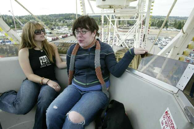 Inside the Puyallup Fair Ferris wheel. Photo: Mike Urban, Seattle Post-Intelligencer / Seattle Post-Intelligencer