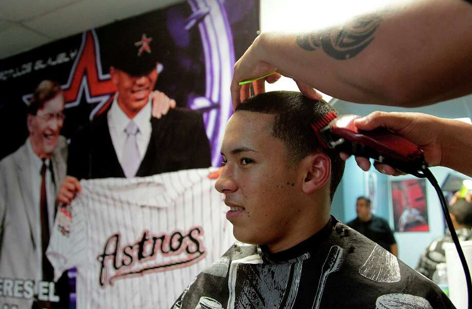 Astros Correa Is Already A Hero In His Hometown Houston Chronicle
