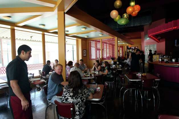 Rosario's Restaurant y Cantina won Readers' Choice awards for best downtown restaurant, best salsa and best Mexican restaurant. Critics called it the best place to take out-of-town guests. Photo: Helen L. Montoya, San Antonio Express-News / ©SAN ANTONIO EXPRESS-NEWS