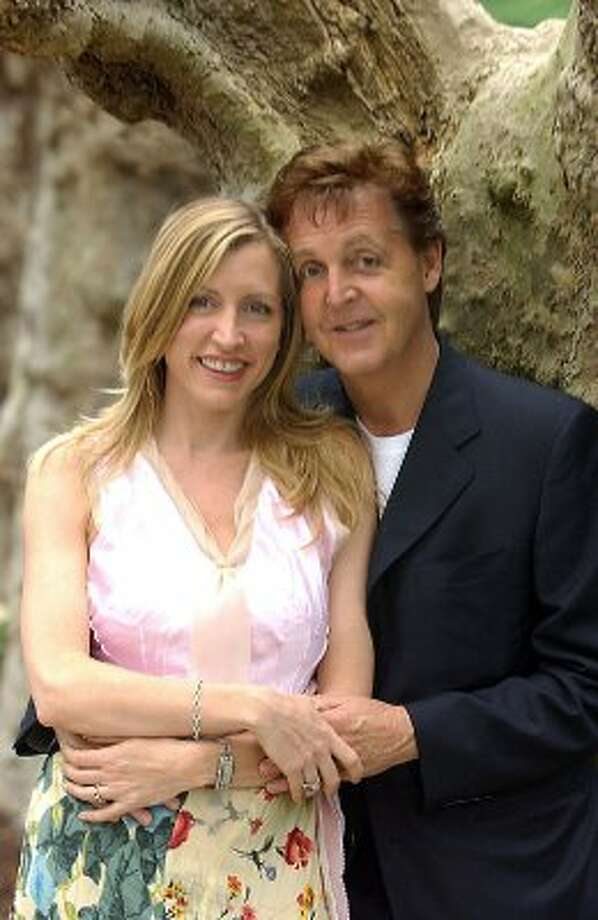2002: McCartney and Heather Mills at their wedding. (BILL BERNSTEIN / AP)