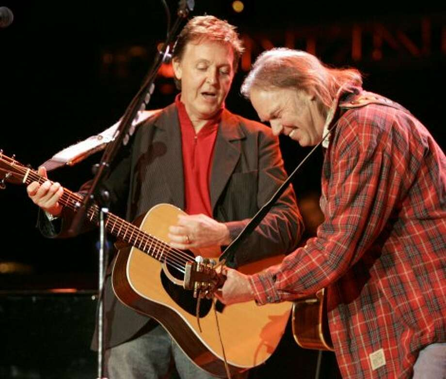 2004:  Paul McCartney and a bag lady -- excuse me, no, it's Neil Young -- at the annual Bridge Concert at Shoreline Amphitheater.  (Kim Komenich / SFC)