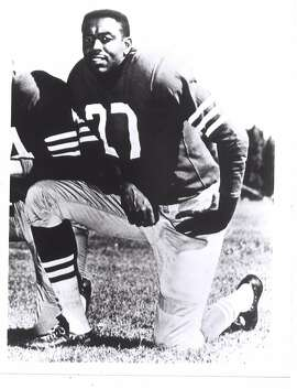 """R.C. Owens, who died Sunday, teamed with quarterback Y.A. Tittle for the 49ers' signature play in the 1950s. B1      R.C. Owens, who died Sunday, teamed with quarterback Y.A. Tittle for the 49ers' signature play in the 1950s. B1      R.C. Owens, who died Sunday, teamed with quarterback Y.A. Tittle for the 49ers' signature play in the 1950s. B1      OWENS/C/?/SP/HO R.C. """"ALLEY OOP"""" OWENS  R.C. Owens--- Sent 06/18/12 18:54:56 as rcowens with caption: R.C. Owens --- Sent 06/18/12 21:11:54 as topos19_ph_owens with caption:  --- Sent 06/21/12 14:58:08 as topos19_ph_owens with caption:"""