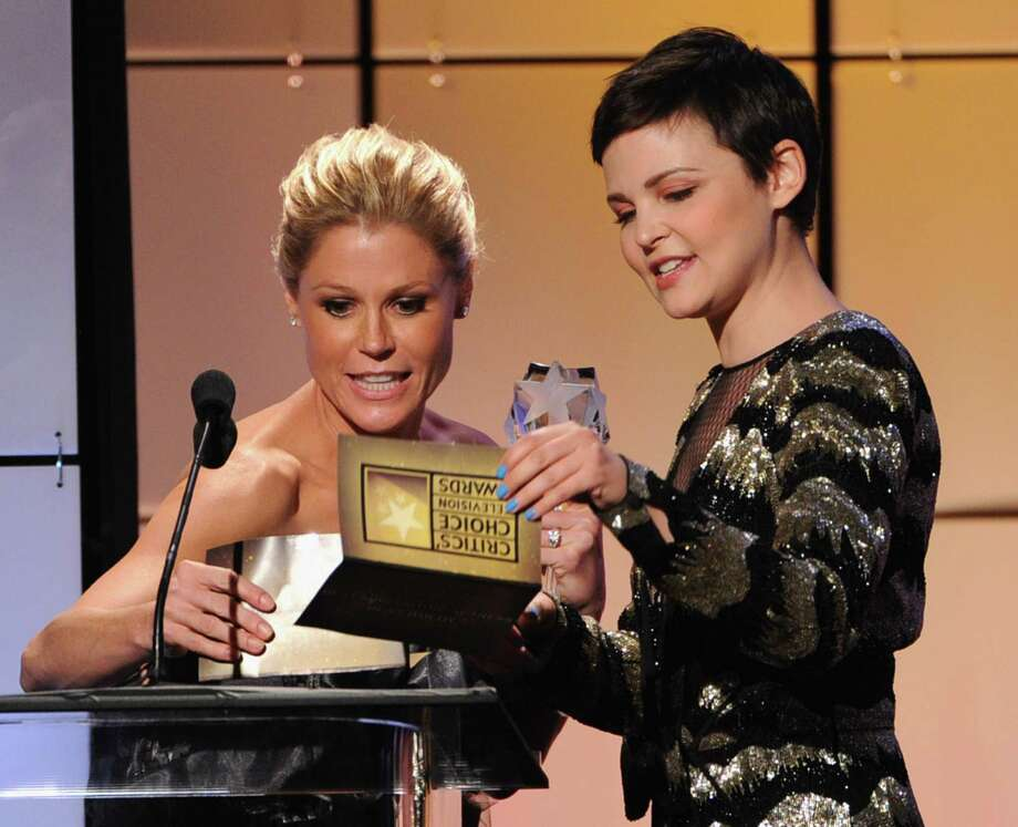 Ginnifer Goodwin (R) presents Julie Bowen with the Best Comedy Actress onstage during The Broadcast Television Journalists Association Second Annual Critics' Choice Awards at The Beverly Hilton Hotel on June 18, 2012 in Beverly Hills, California. Photo: Kevin Winter, Getty Images For Critics Choice / 2012 Getty Images