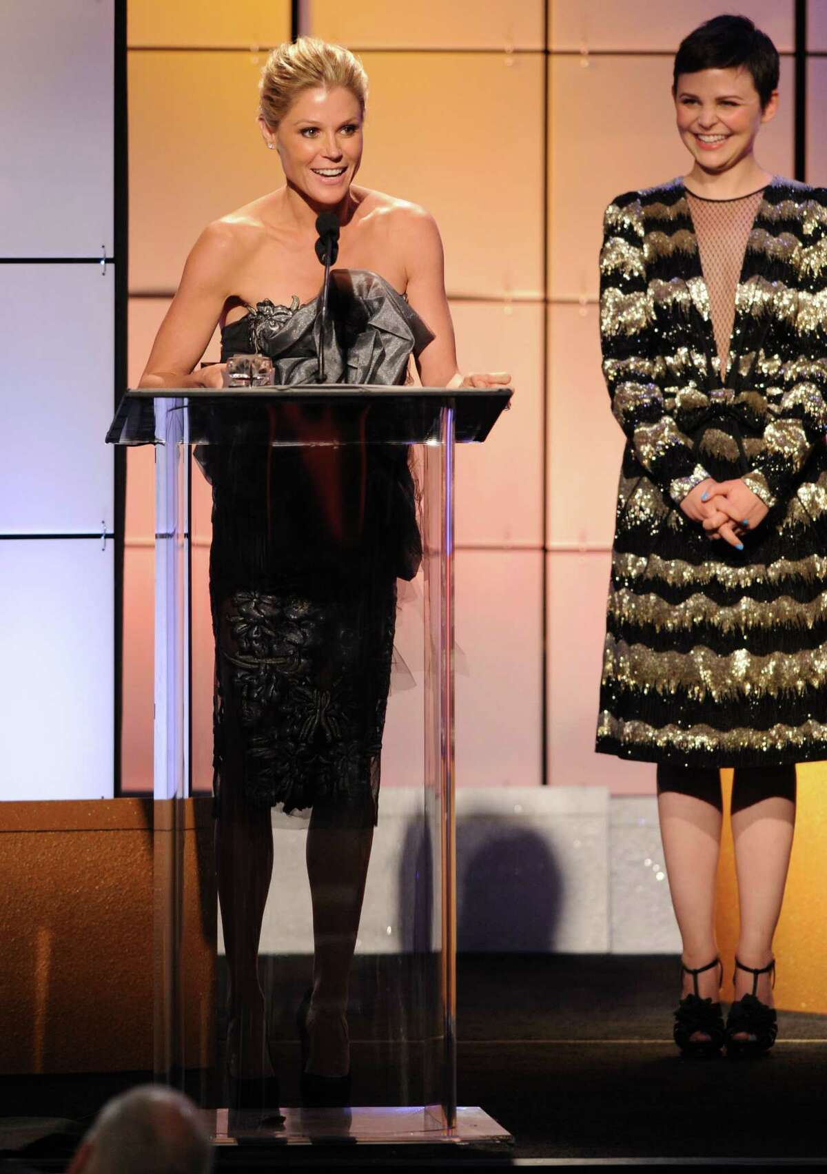 Julie Bowen accepts the award for best supporting actress in a comedy for