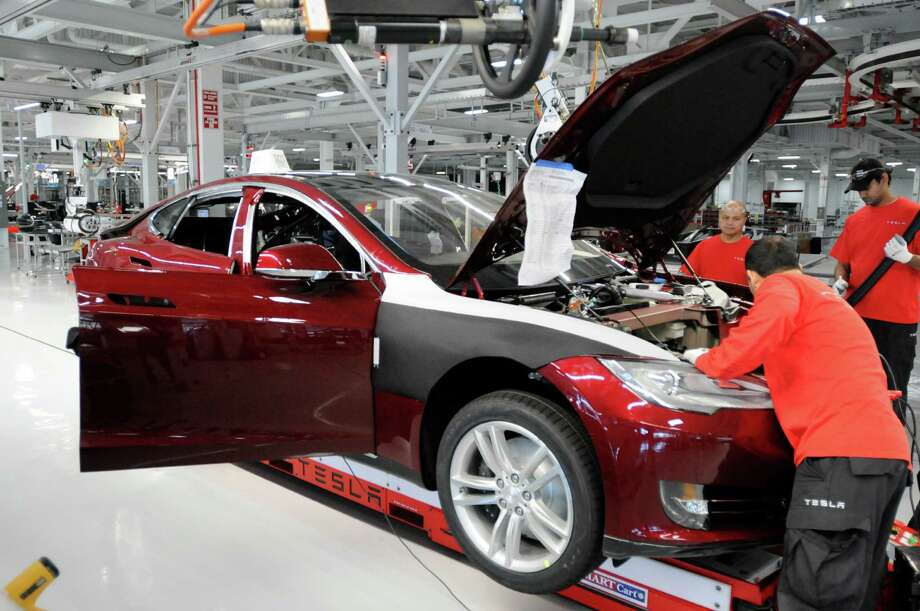 Assembly line workers build a Tesla Model S sedan at Tesla's factory in Fremont, Calif.. Photo: Erik Verduzco / Special To The Chronicle / ONLINE_YES