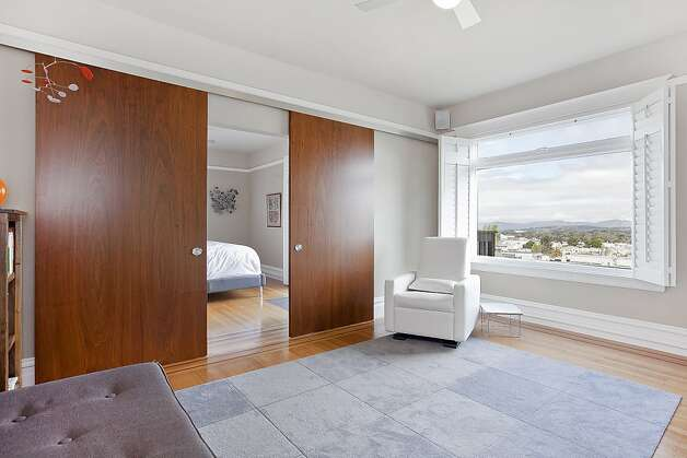 All the bedrooms have large windows and views of San Francisco. Photo: OpenHomesPhotography.com