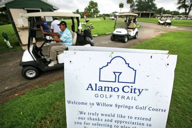 Willow Springs is one of seven Municipal Golf Association-San Antonio courses that are in line for costly improvements. Photo: BOB OWEN, San Antonio Express-News / © 2012 San Antonio Express-News