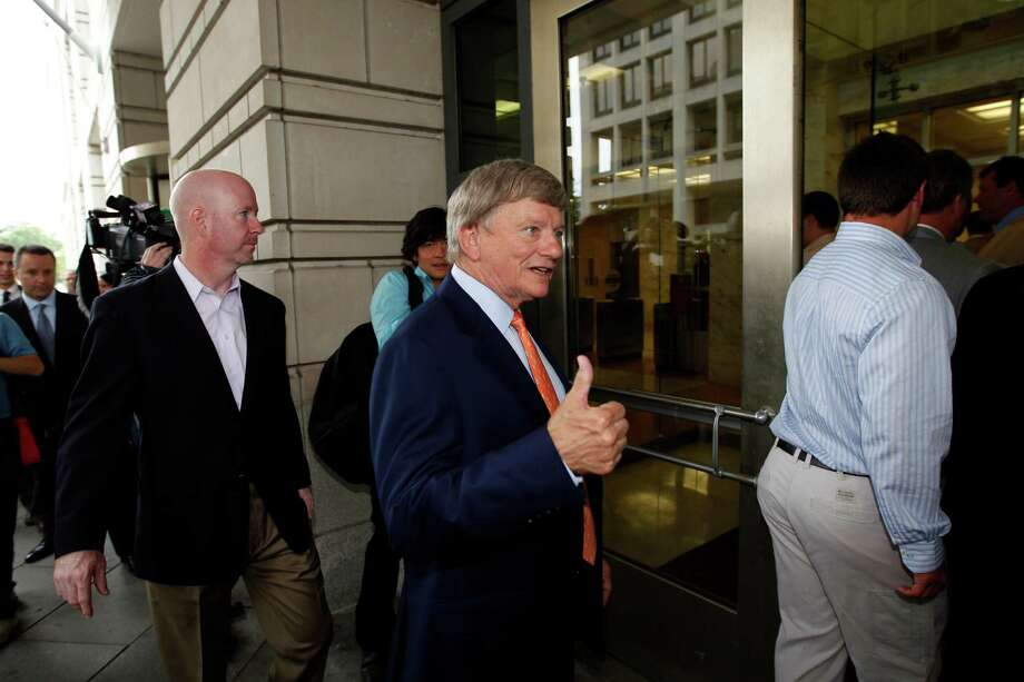 "Rusty Hardin, middle, attorney for former Major League Baseball pitcher Roger Clemens, says jurors ""thought the physical evidence was worthless."" Photo: Alex Brandon / AP"