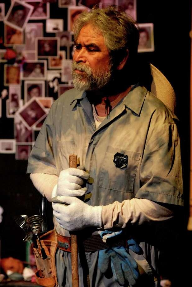 """Rupert Reyes as a beekeeper in """"Dos Pocitos."""" Photo: Courtesy, Alberto Jimenez"""