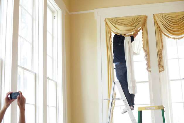Scott Wengert of Professional Workroom of Design rehangs drapes in the Governor's Mansion on Wednesday, June 20, 2012. Photo: Julia Robinson / Julia Robinson © 2012