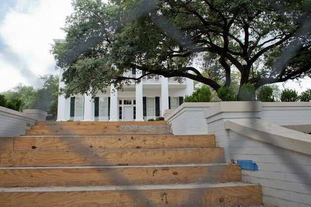 The east entrance to the Governor's Mansion on Wednesday, June 20, 2012. Photo: Julia Robinson / Julia Robinson © 2012
