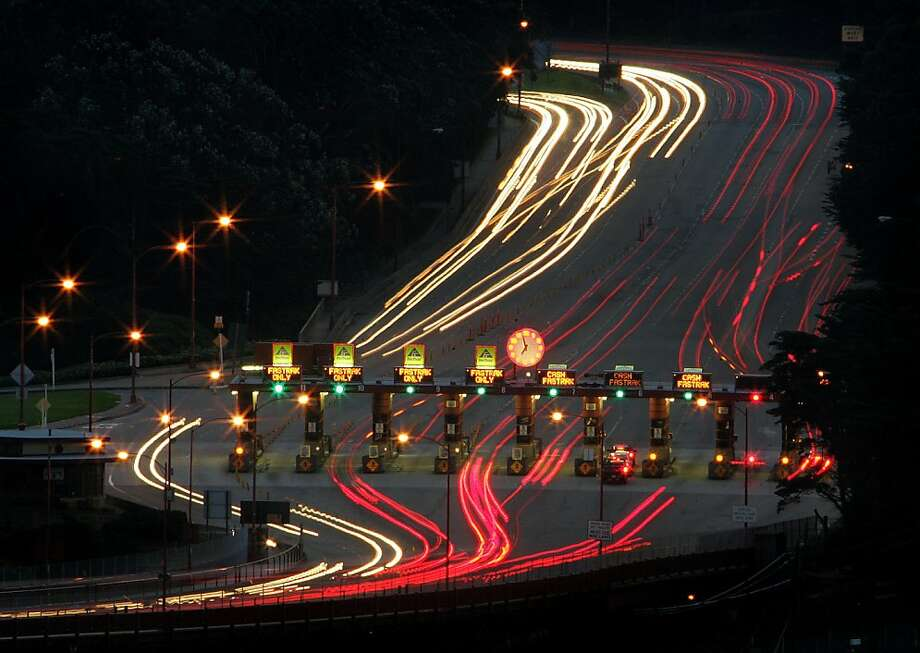 Morning (7am) commute traffic through the toll plaza of the Golden Gate Bridge. 2/8/05 Photo: Frederic Larson, The Chronicle