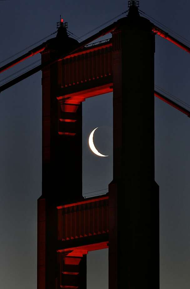 The Golden Gate Bridge south tower framed the morning crescent shaped moon perfectly as viewed from the Marin headlands of Sausalito. 4/5/05 Photo: Frederic Larson, The Chronicle